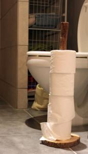 arne-wahl-toiletrulle-holder